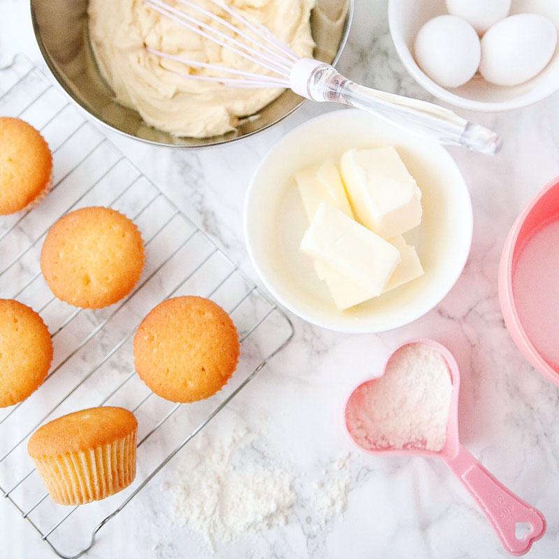 トップが割れないバニラカップケーキの焼き方