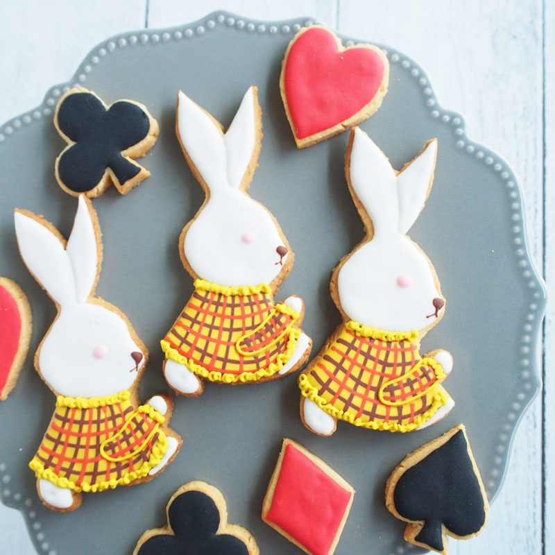 White-Rabbits Icing Decoration