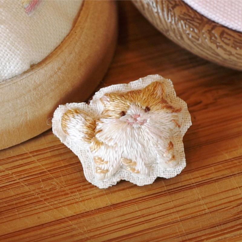 ミヌエット風毛長ネコ刺繍