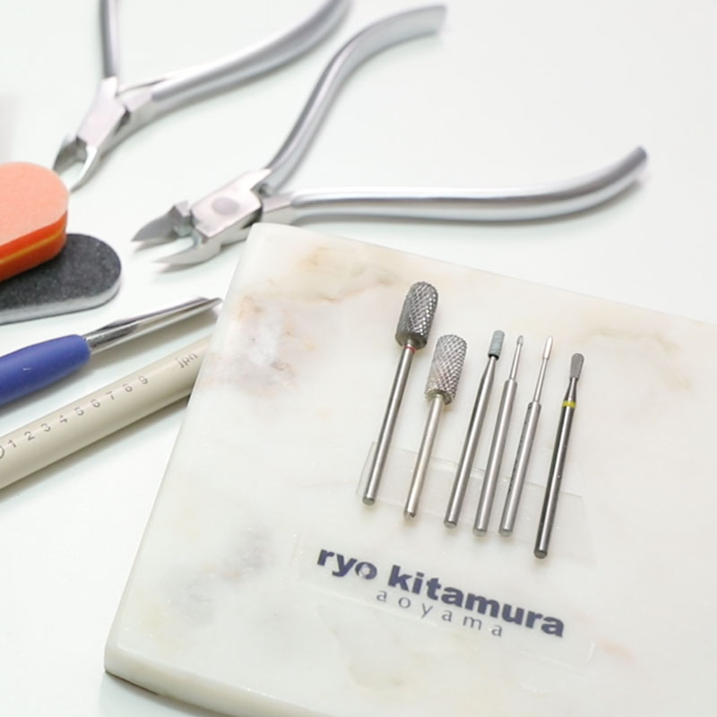 0-0. Removing nail accessories