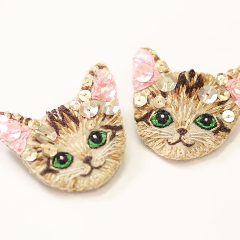 猫ちゃん刺繍ブローチ