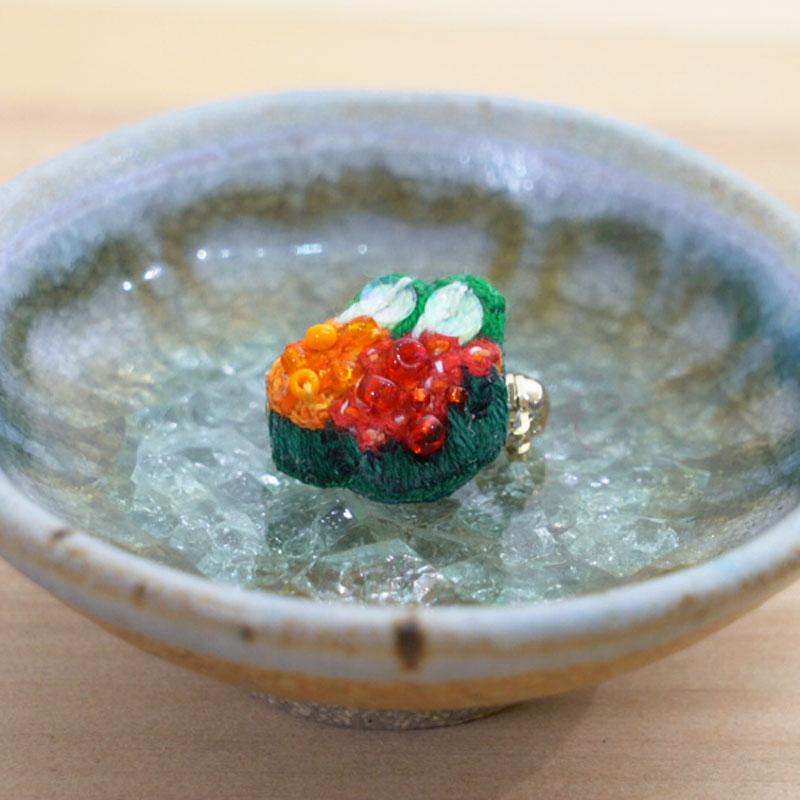 お寿司刺繍ブローチシリーズ -ウニといくらの軍艦-