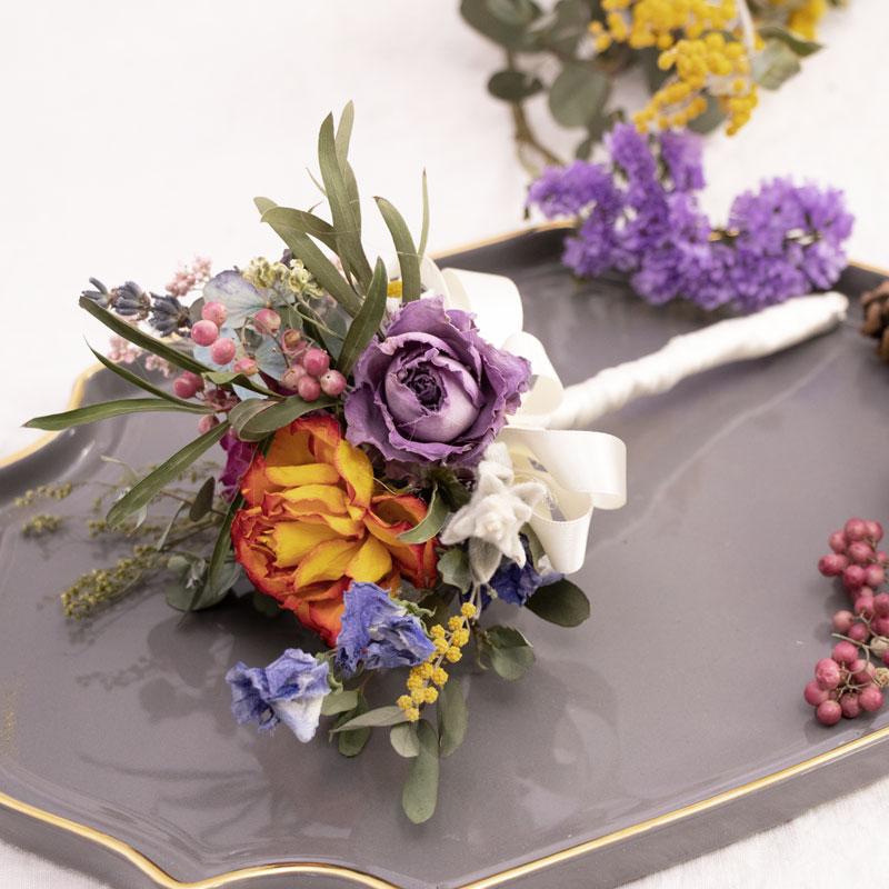 使用乾燥花製作的襟花