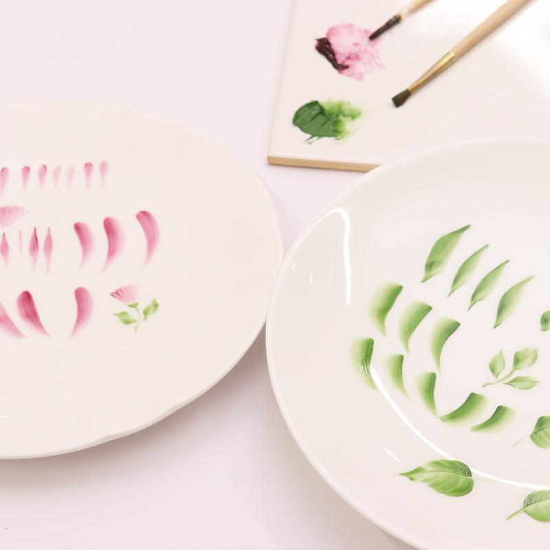 Basics of Porcelain Painting: Practice Strokes Using Flat and Round Brushes