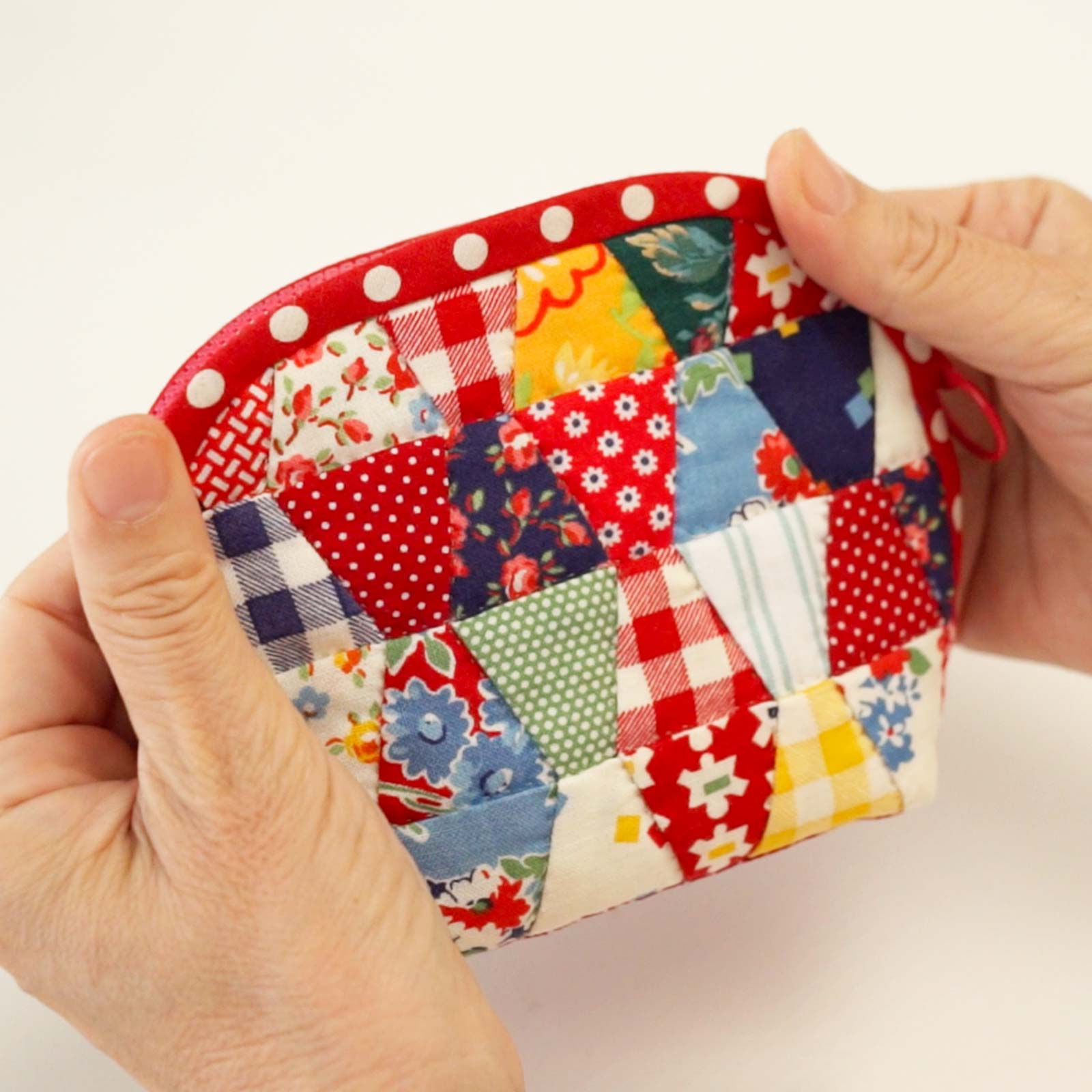 How to Make a Patchwork Pouch with a Tumbler Pattern