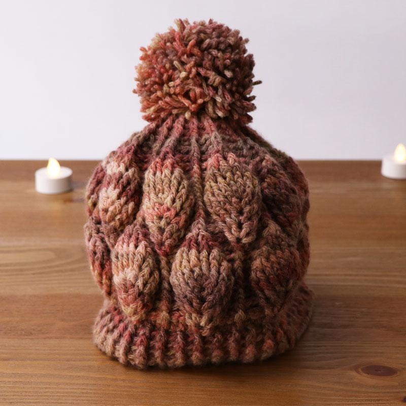 リーフ模様のニット帽